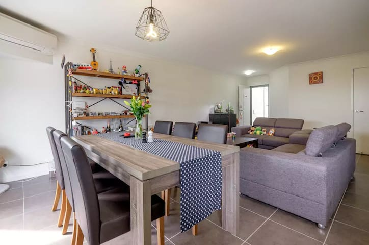 Ultimate townhouse for up to 4 Guests - Calamvale