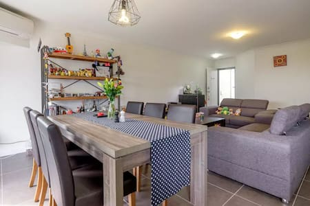 Ultimate townhouse for up to 4 Guests - Calamvale - Townhouse