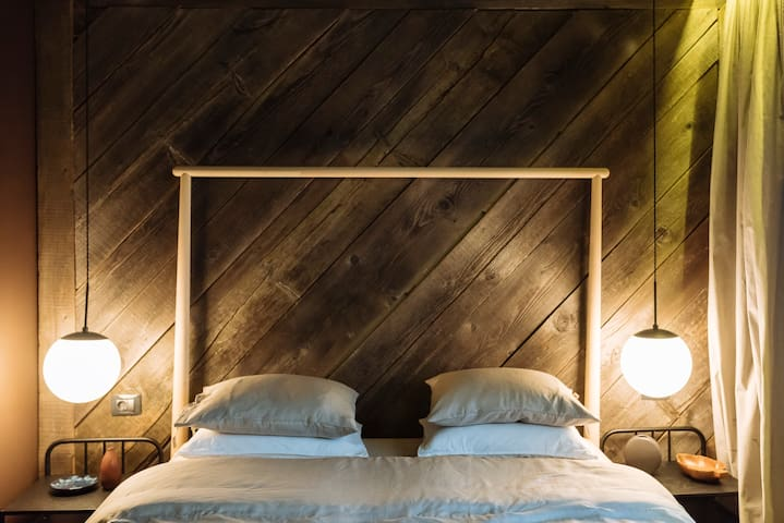 Wall to wall old-wood panelling