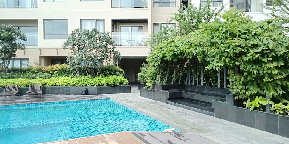 A cozy deluxe two-bedroom Apartment in HCMC centre