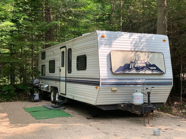 Camper In The Woods- Near Paradise Lake
