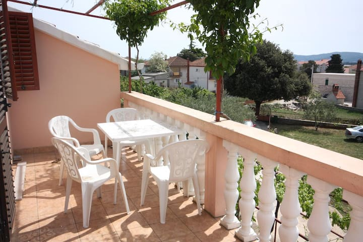 One bedroom apartment with terrace and sea view Turanj, Biograd (A-6197-a)