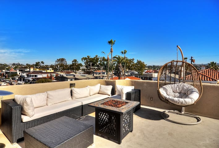 FURNISHED ROOF TOP DECK w/ FIRE PIT 3 BDR Sleeps 8 - Newport Beach - Townhouse