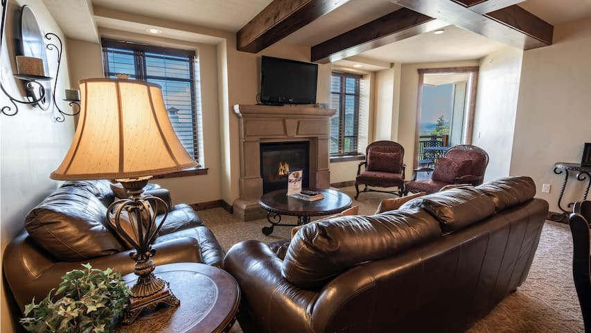Canyons Village 2-Bedroom Near Chairlift