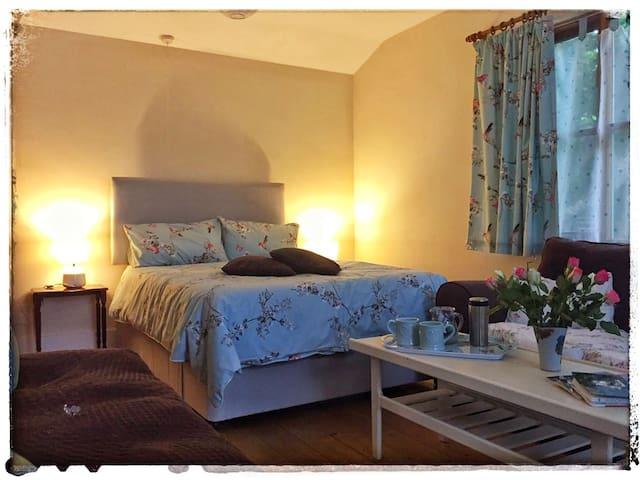 Cosy room with en-suite in Petham,  Canterbury
