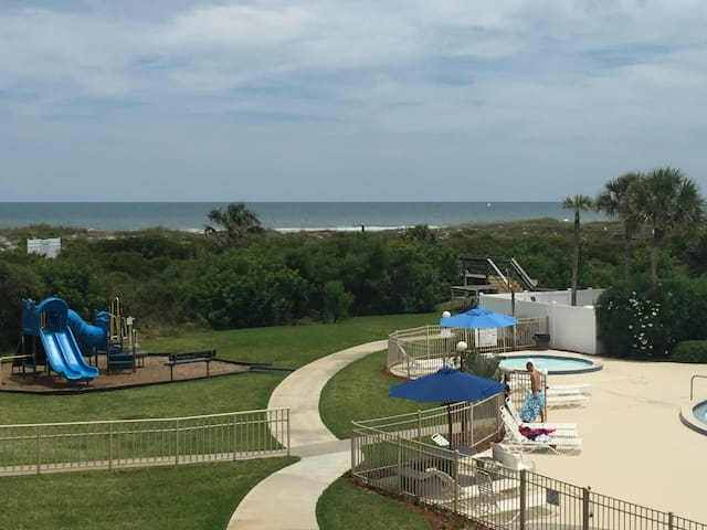 St. Augustine Beach Condo, Oceanfront with stunning views. - St. Augustine - Apartment