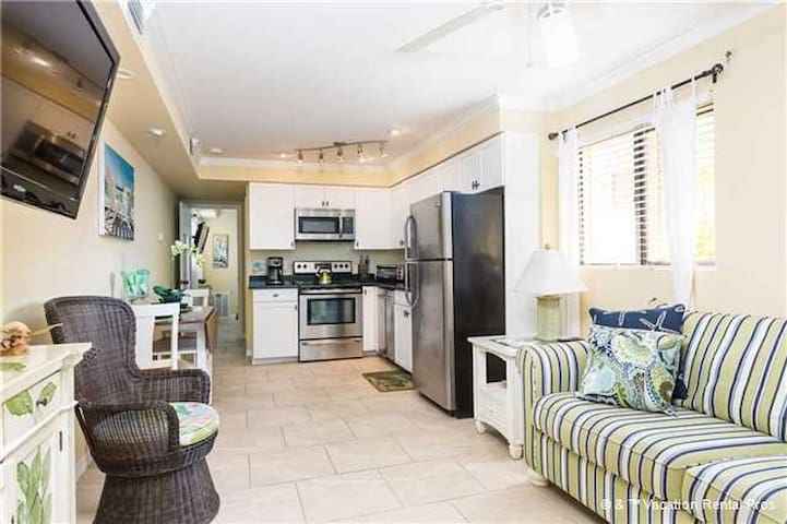 Casa Bella B - 1 Bed/1 Bath - Steps To The Beach - Fort Myers Beach - Apartment