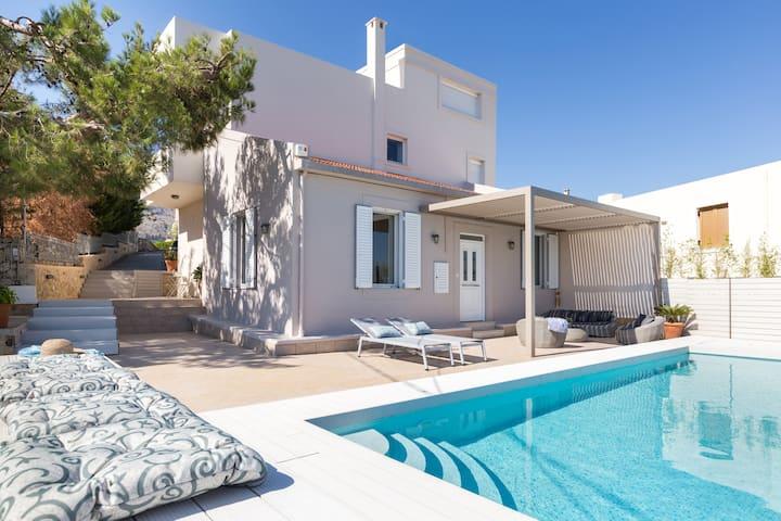Effie's Cozy Villa - spectacular view & playground