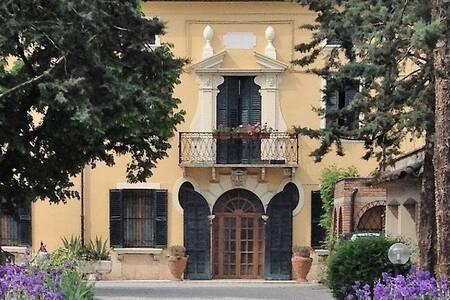 Attico con terrazza Villa Marianna