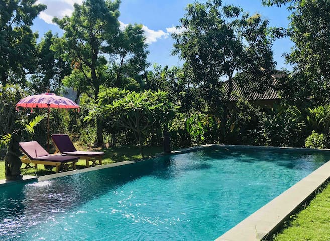 Mango Moon PEMUTERAN, POOL, AC, hotwater,breakfast
