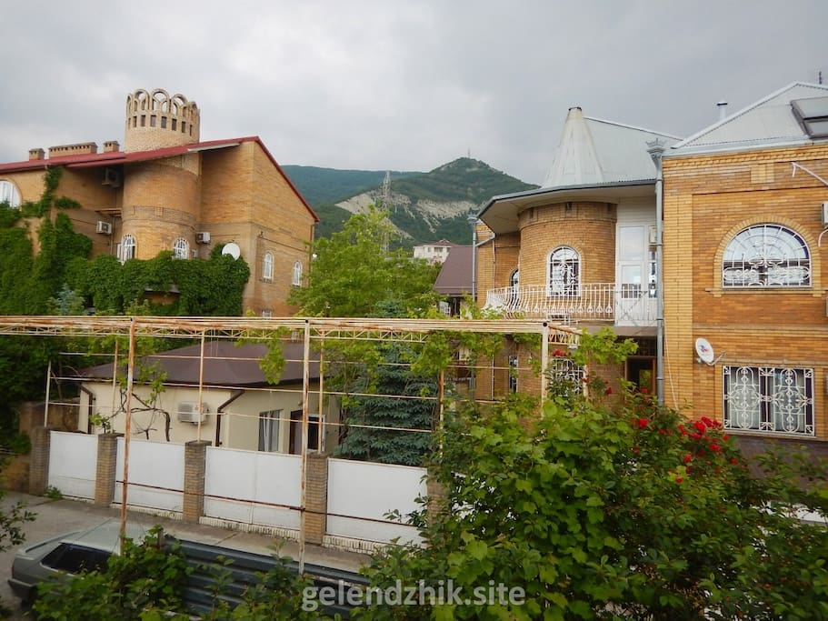 Вид на горы с балкона 10 номера