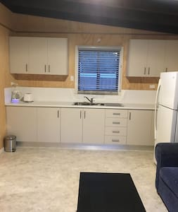 New fully furnished one bedroom house/Granny flat - SYDNEY - Haus