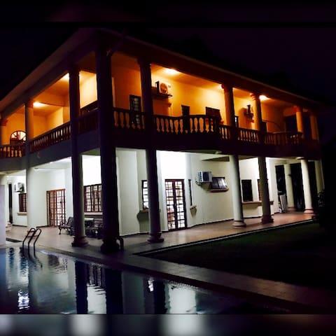 Alimah Villa - TTDI SgPenchala Homestay for Family