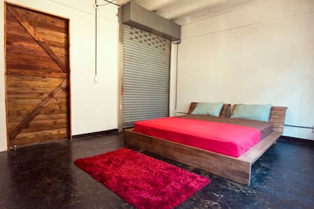 Large Room in Old Garment Factory 8min from BTS - Casa