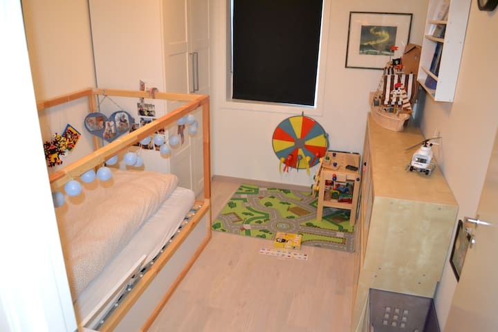 Sov 3  med enkeltseng (litt tynn madrass)