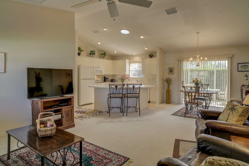 With over 1,000 square feet of tastefully decorated living space, this home comfortably accommodates up to 8 guests.