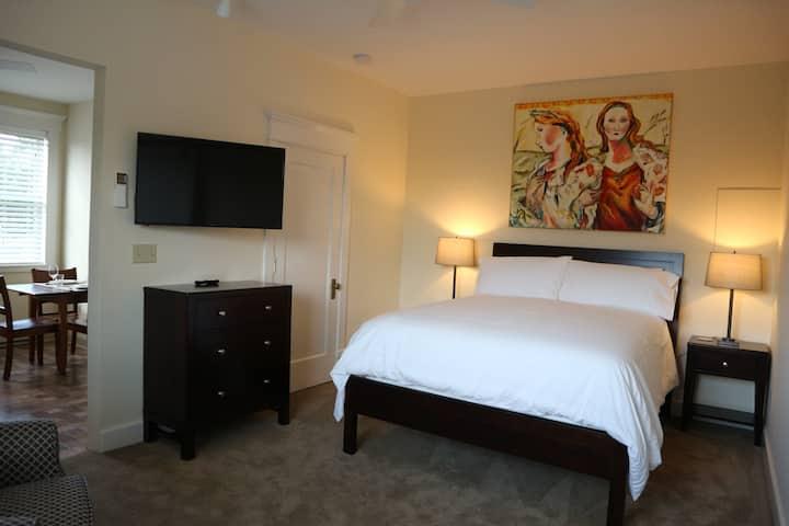 Westview Suite-Tawsty Flower/Haines Suites