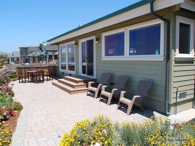 Fabulous Cayucos Oceanfront Home! Just Steps to the Beach!Furnished and Equipped for your Perfect Vacation!