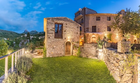 OldNoar Maisons de Charme Villa with Garden