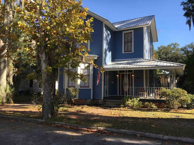 Brunswick Blue Bungalow