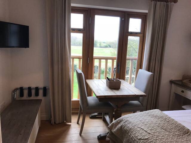 Dinning area with views of Goodwood & Trundle.
