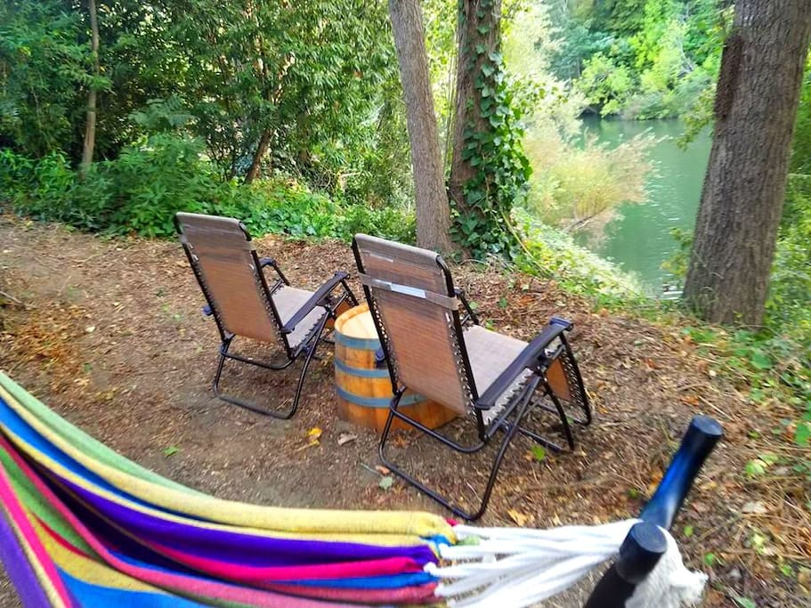Lookout Point.. Lounge and relax overlooking the river