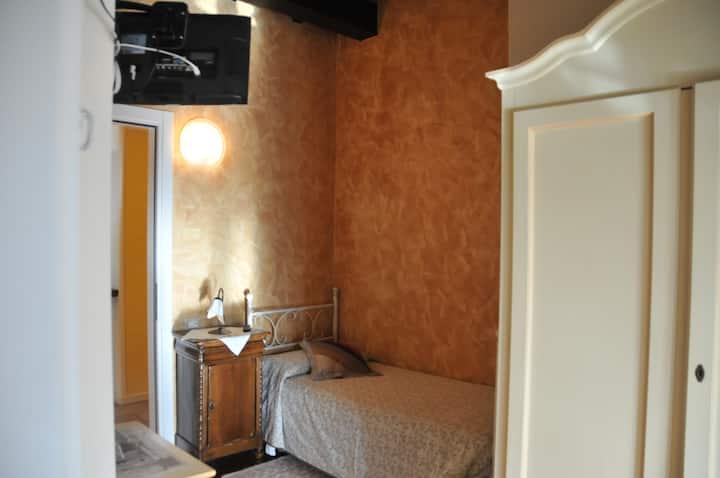 Camera con vista sui colli di Bergamo