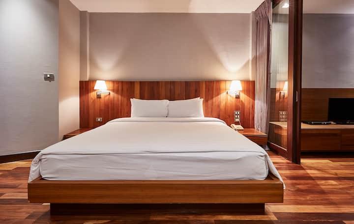 1 bedroom with Zen garden view (40sqm), LUXX Silom