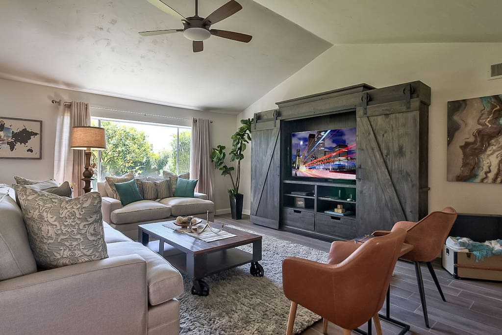 Living Room with flatscreen TV and seating for large groups