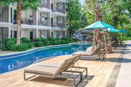 Title II 2 bed condo kitchen, big pool beachfront