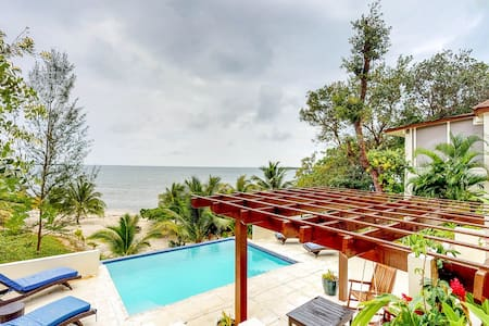 Beachfront villa w/private pool, terrace & gorgeous Caribbean views