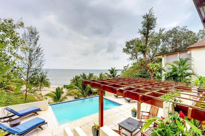 Beachfront villa w/private pool, terrace & gorgeous Caribbean views