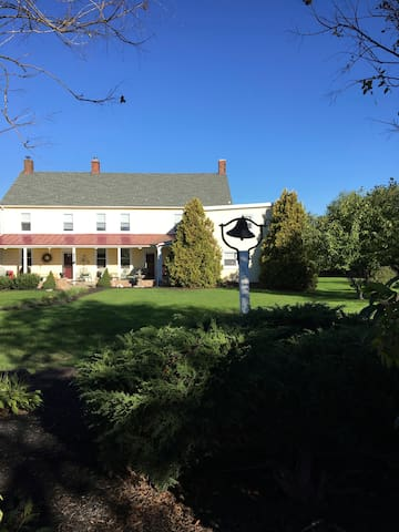 Charming Farmhouse private In-Law Suite - Harleysville - Guesthouse