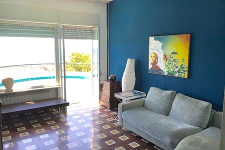 SICILIA : Panoramiche stanze b&b in villa - メッシーナ