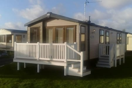 Swift moselle 8 berth 3 bedroom luxury caravan - Prestatyn