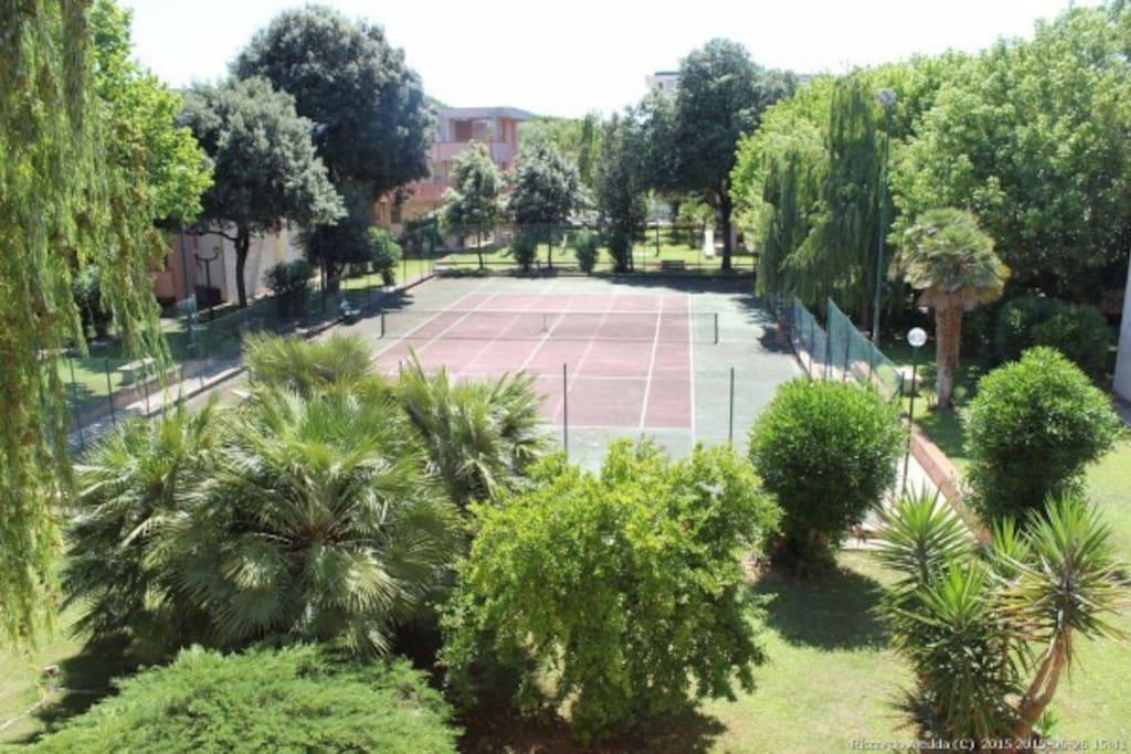 GIARDINO E CAMPO DA TENNIS