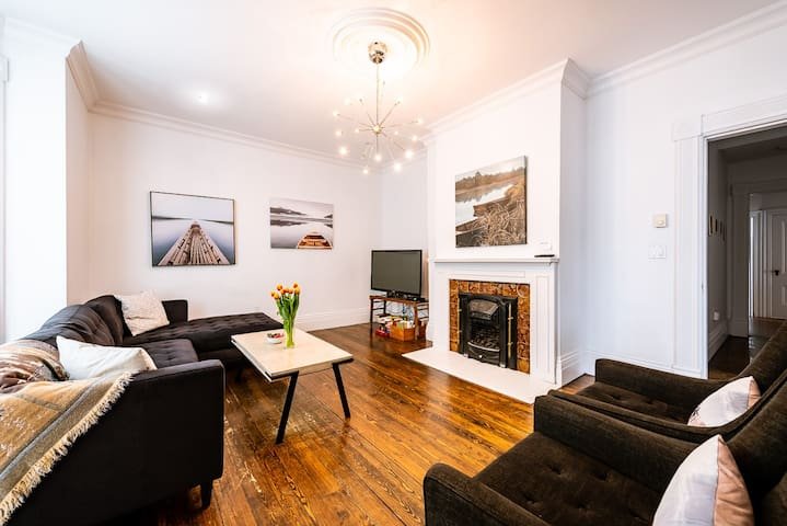 DOWNTOWN 3 bdrm heritage home