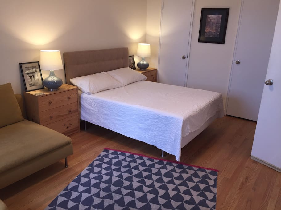 Spacious Master Bedroom 20 Mins Away From Nyc Apartments