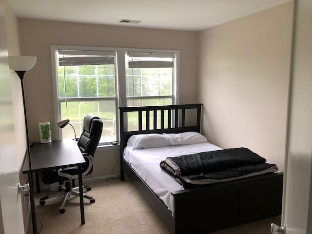 Quiet and Comfortable Private Room in Princeton