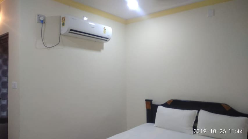 iROOMZ Trupti International A/c Deluxe Double Room