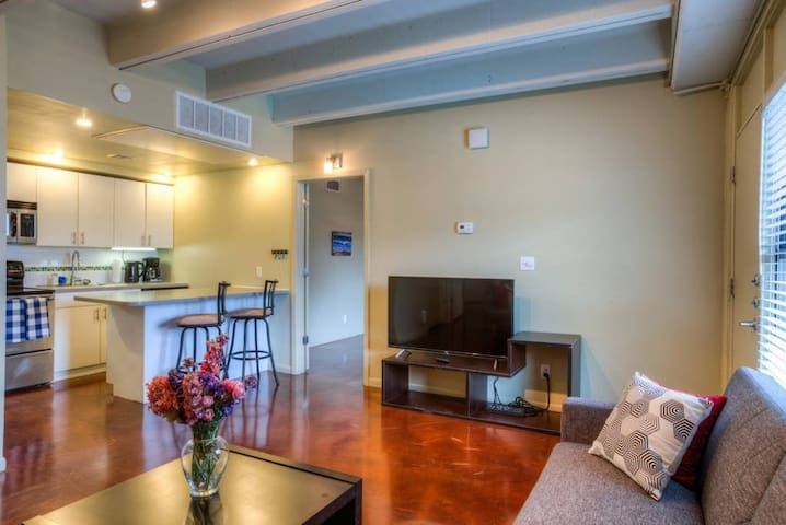 ♫ Entire 2bd/2ba Downtown Condo w/ Pool