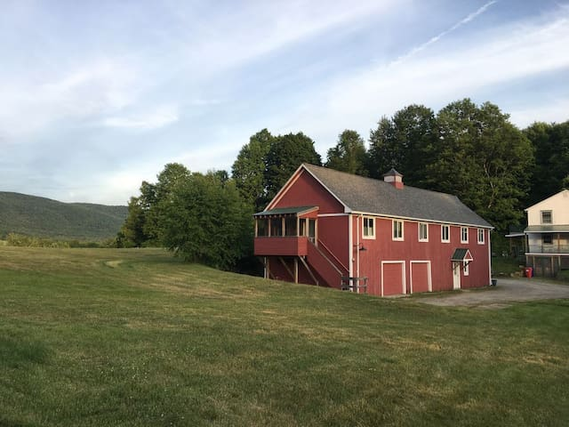 Hinesburg Barn Getaway Unit A