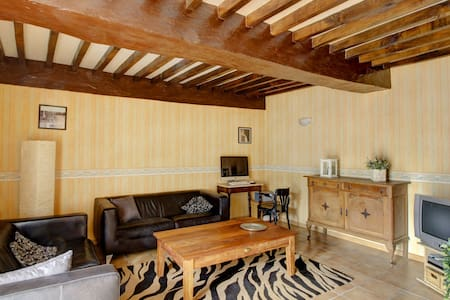 Quaint Holiday Home in Vanne with Barbecue and Garden