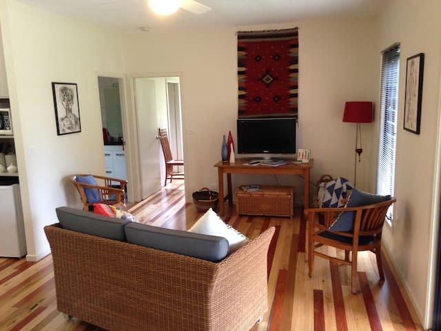 Long Cottage -  Byron Bay / Bangalow farm cottage - Bangalow - Konukevi