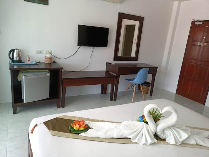 Deluxe Room Near Patong Beach & Famous Bar Street!