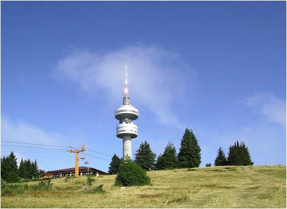 Mount Snezhanka ,Pamporovo - only 300m.