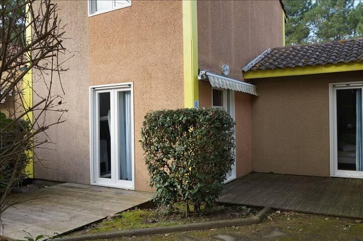 Sun Hols Villas du Lac 10 - Quality 3 Bed Villa near Landes Forest, South West France Coast