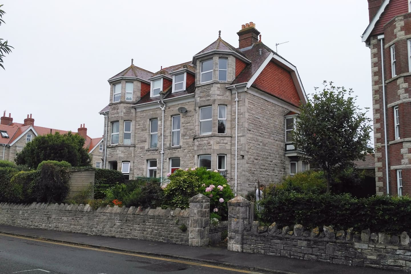 2nd Floor apartment in Purbeck Stone Victorian Villa.