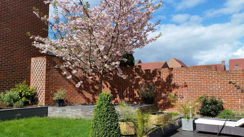 Stunning 4 bedroom detached family home near Ascot
