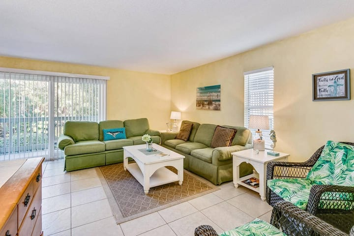 Cute Condo w/ Easy Gulf Access and Pool!!